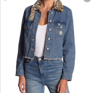 Cropped denim jacket with leopard collar